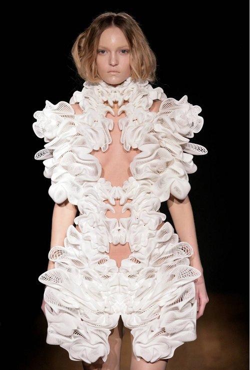 Iris van herpen 39 s new 3d printed escapism couture for Couture garments