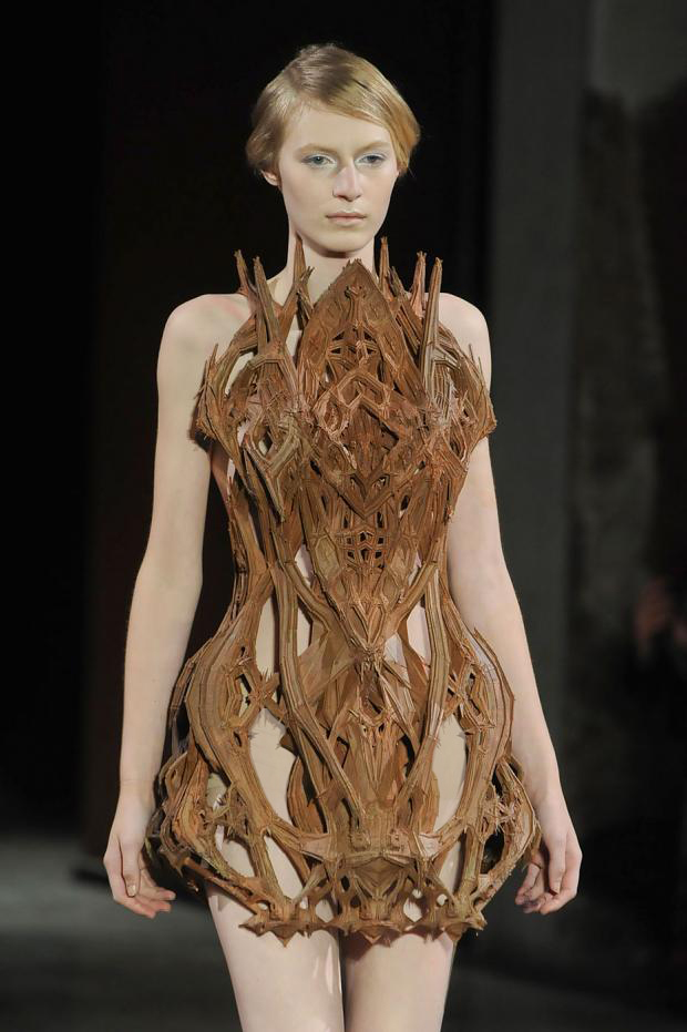 Iris van herpen taking her dresses a level higher 3d for Couture a wod