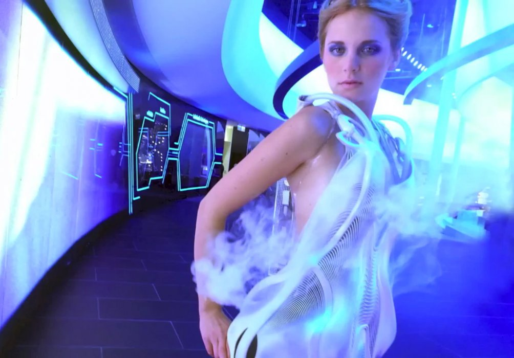 A 3D printed smoke dress for Volkswagen: you have to see it to believe it