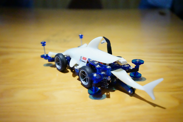 Shark-Shaped mini 4WD car here is pretty high-tech! You can automatically adjust the speed when you climb to the hill.