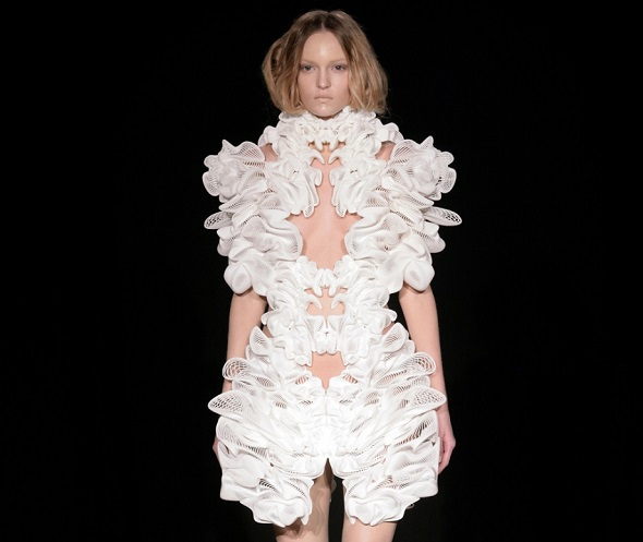 Escapism Dress by Iris van Herpen in collaboration with Daniel Widrig and Materialise