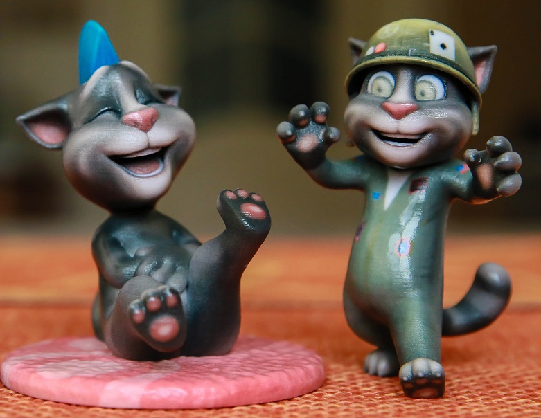 Two Talking Tom figurines by Toyze. Printed in gloss multicolor.
