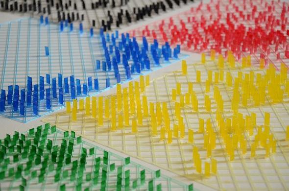 透明樹脂で3Dプリントされたパネルがシャドーアートを生み出す