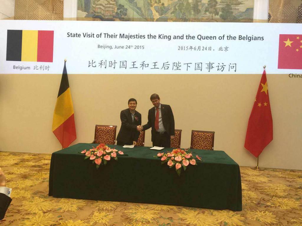 パートナーシップ締結はベルギーの外務大臣ディディエ・レンデルスなど政府幹部が見守る中行われた。