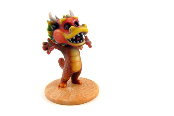 中国のドラゴンをイメージしてデザイン、3Dプリントされたフィギュア。マルチカラー石膏で出力されたもの。Talking Tom by Toyze