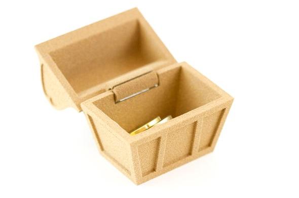 """新登場のウッドを使って3Dプリントしたミニ宝箱。動く蝶番もそのまま一度にプリントできるのがレーザー粉末焼結のいいところ。""""Teeny Tiny Treasure Chest"""" by Lucas Alousis"""