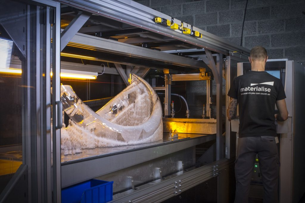 The mammoth tusks come off the Mammoth Stereolithography printer