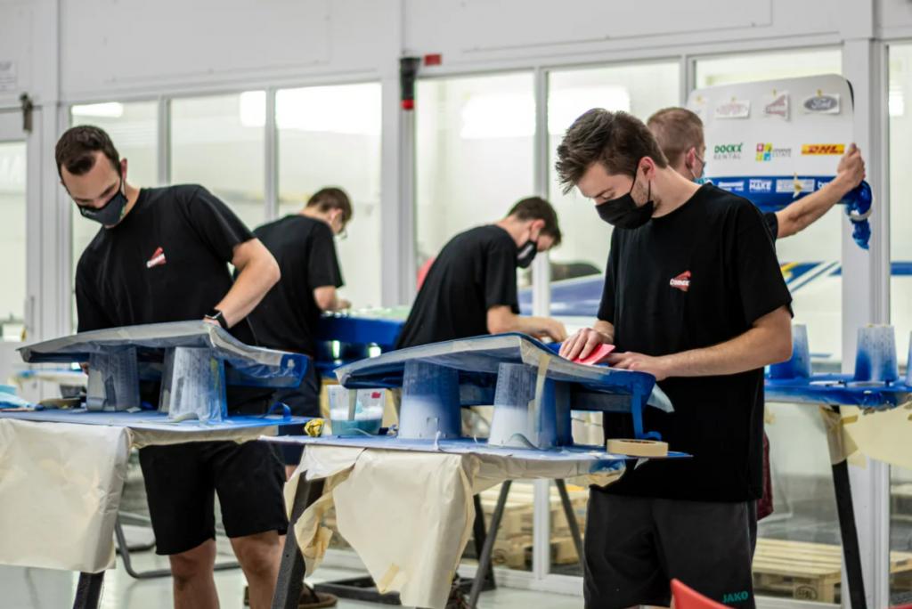 KU Leuven students working on solar car